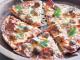 Pizza à la saucisse et aux boulettes